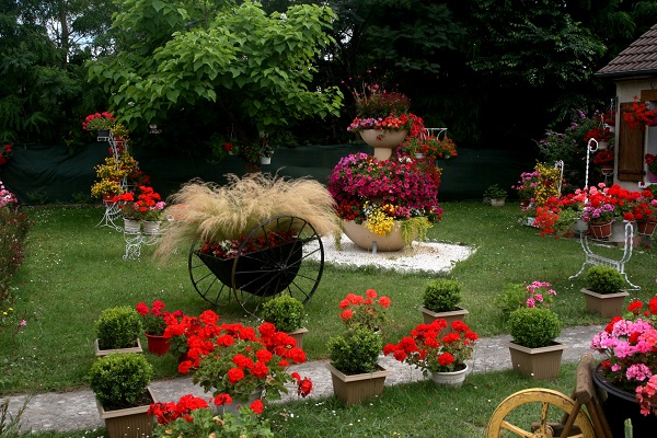 Maisons fleuries communales for Jardin fleuri maison